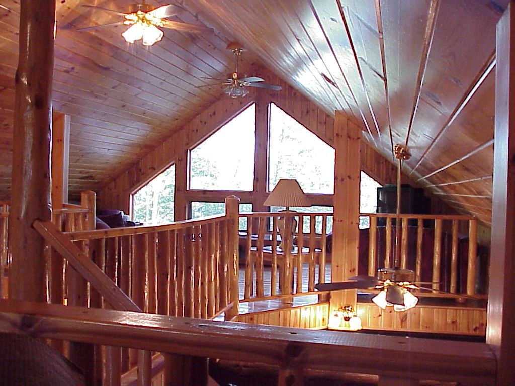 10 wonderful small log homes with loft home plans for Lake cabin plans loft